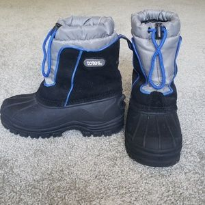 NWOT Boys' Totes winter boots. Size 1.